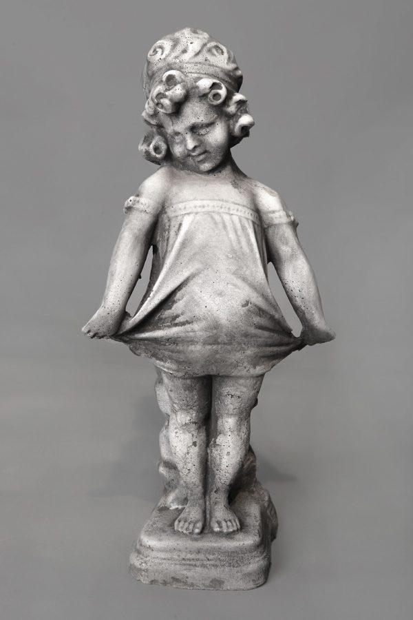 Tuinbeeld Meisje Rokje Winterhard Beton